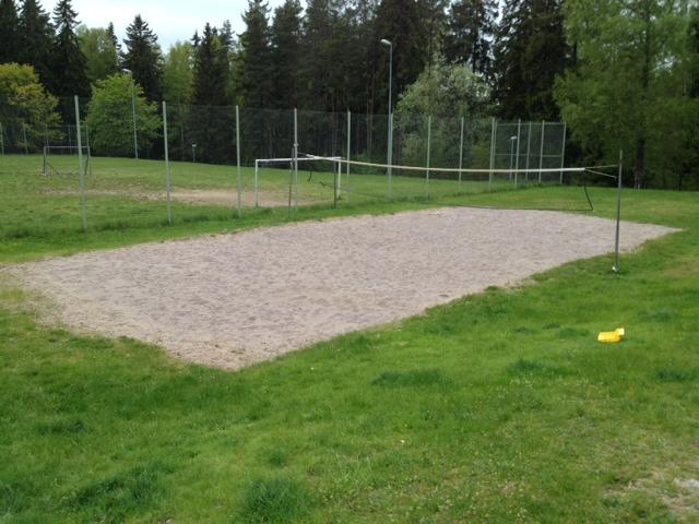 Ny sand på volleybollplanen